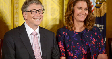 Bill Gates Gives Malinda $1.8 Billion Stocks On Same Day Of Divorce Filing